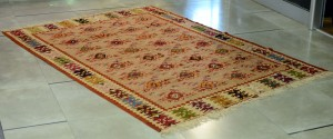 Pirot rug Serbian crown, 1903. Dimensions: 220 x 138 cm (with thrums)