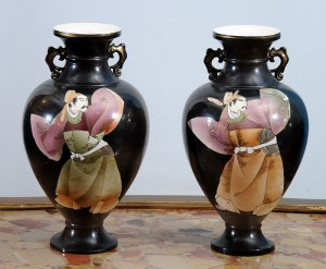 Vases, pair Satsuma, Japan Height: 30 cm