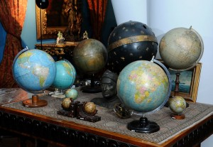Globes , Geographic globes 18,19 and 20th centuries